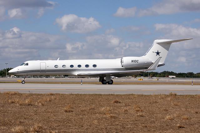 Jerry Jones Plane NFT: A close-up look a...