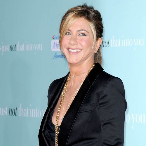 Jennifer Aniston wearing gold chains by http://www.flickr.com/photos/christinadickson/3420033122/sizes/m/in/photostream/, CC by 2.0 license