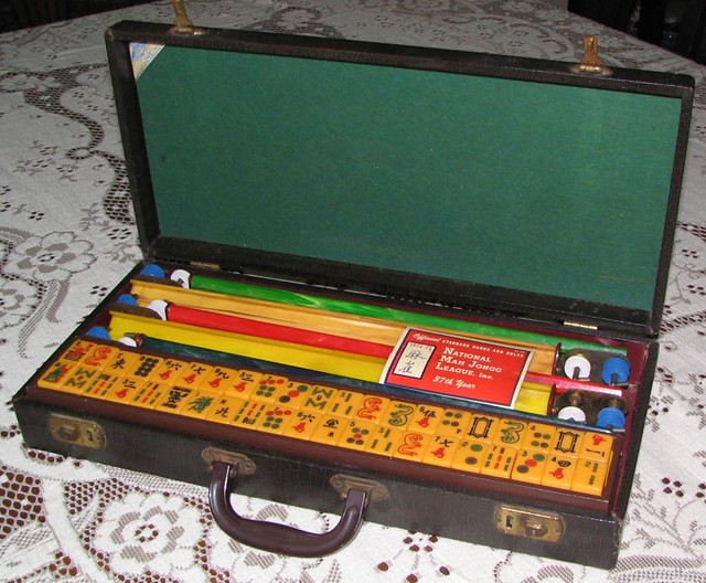 Vintage Mah Jongg Set 12