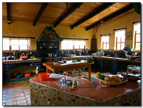 waywuwei's photo of the kitchen at a Mexican cooking school.
