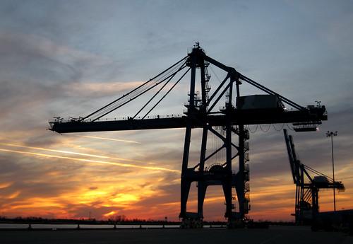 sunset port mississippi louisiana crane neworleans mississippiriver pono gantrycrane containercrane quaycrane shiptoshorecrane portofneworleans docksidecrane