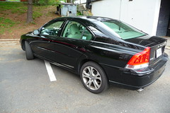 volvo s80(0.0), automobile(1.0), automotive exterior(1.0), family car(1.0), vehicle(1.0), full-size car(1.0), mid-size car(1.0), compact car(1.0), volvo s60(1.0), volvo cars(1.0), sedan(1.0), land vehicle(1.0), luxury vehicle(1.0),