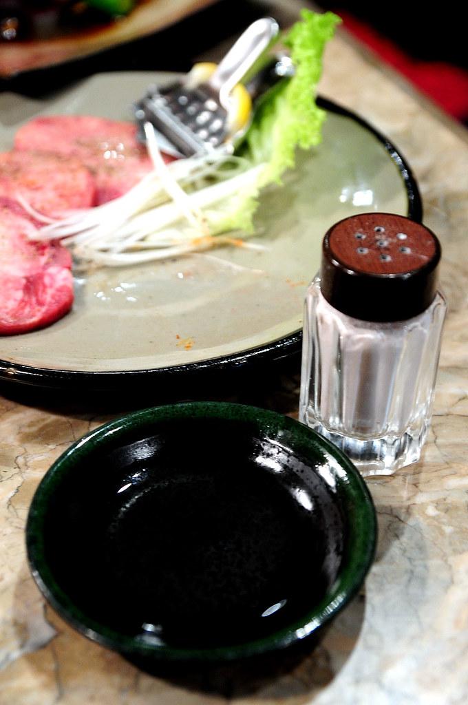 秘苑燒肉-牛舌的岩塩與特調沾汁