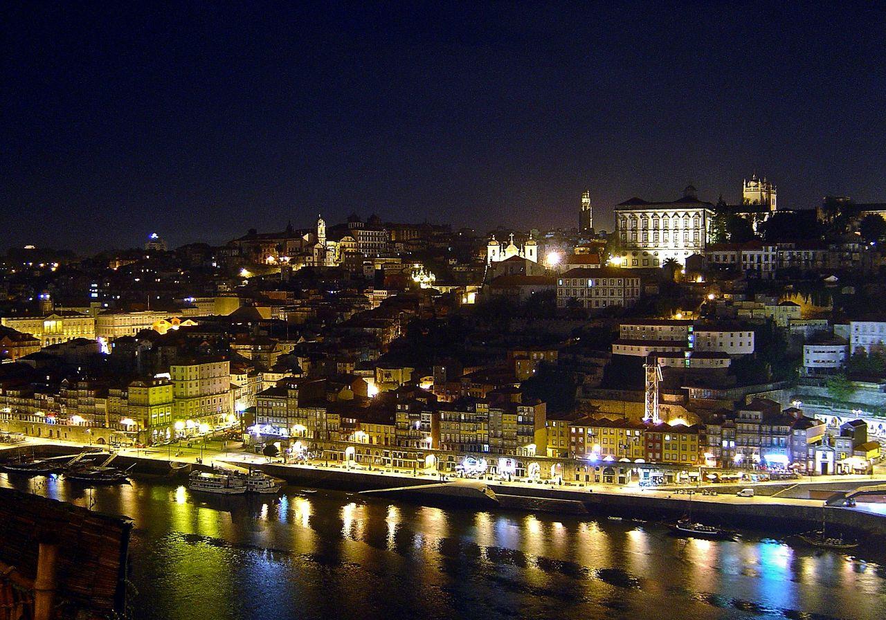 Le charme et la s duction des nuits de porto le jardin for Piscine a porto portugal