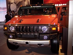 compact sport utility vehicle(0.0), automobile(1.0), automotive exterior(1.0), sport utility vehicle(1.0), vehicle(1.0), hummer h3(1.0), auto show(1.0), hummer h2(1.0), hummer h3t(1.0), bumper(1.0), land vehicle(1.0), luxury vehicle(1.0), motor vehicle(1.0),