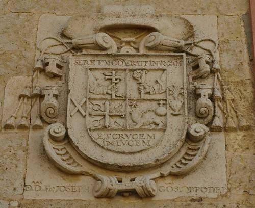 Villadiezma (Palencia). Palacio de los Obispos González. Escudo del obispo Fray José
