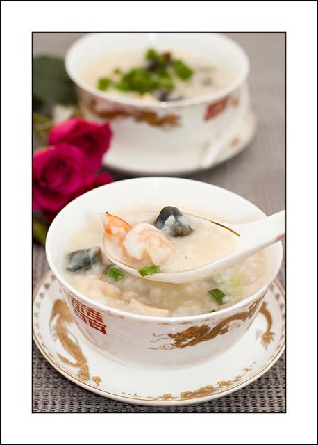 皮蛋海鲜粥/ preserved egg and seafood congee