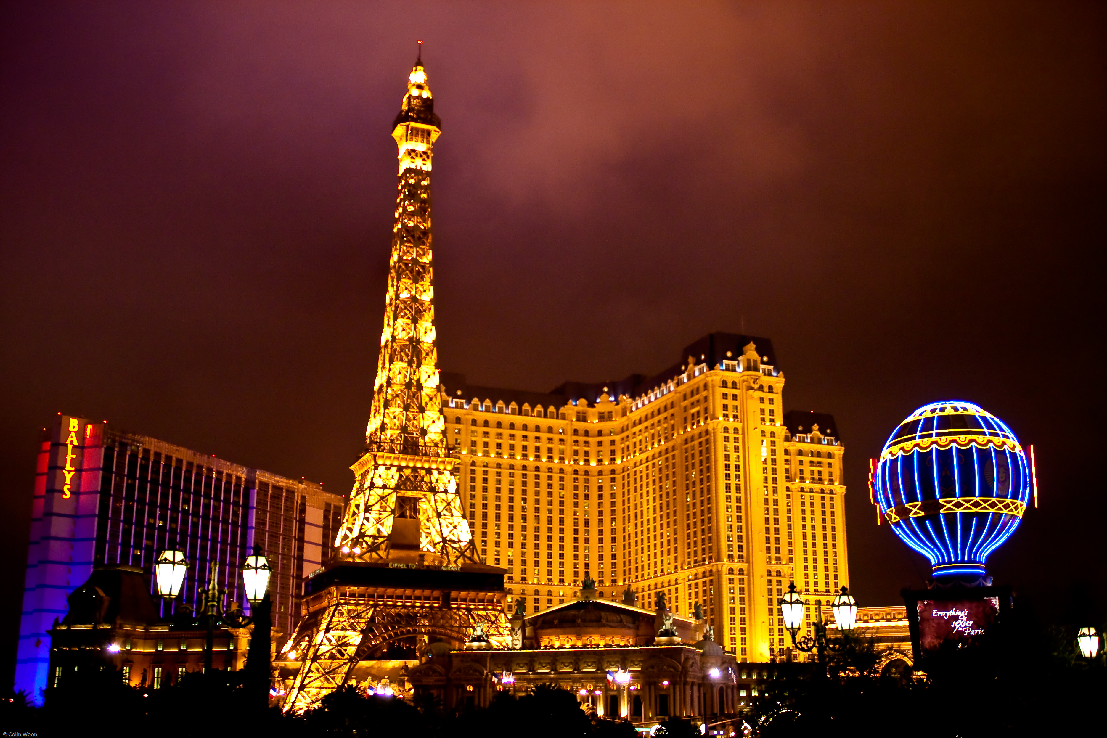 Colinwoon lv is for las vegas for Hotel in eiffel tower paris