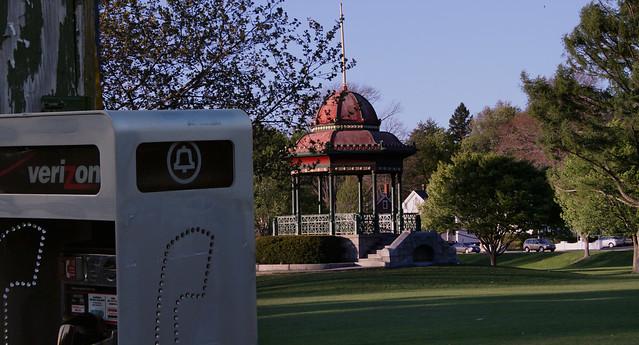 verizon payphone at wakefield common; wakefield, ma (2010)