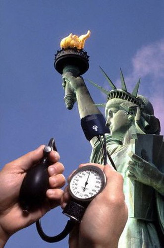 statue_of_liberty_monitoring_america_2