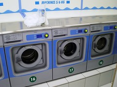 laundry room(1.0), clothes dryer(1.0), major appliance(1.0), washing machine(1.0), laundry(1.0),