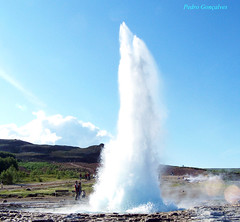 water feature(1.0), blowhole(1.0), body of water(1.0), geyser(1.0), spring(1.0),