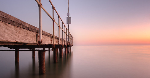 ocean beach sunrise dawn rust jetty westernaustralia canonefs1022mmf3545