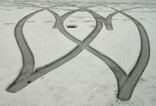 2 hearts in the snow