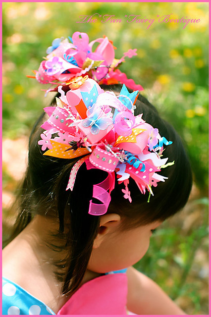 Crazy Hair Bows http://www.flickr.com/photos/39622107@N05/3643272092/
