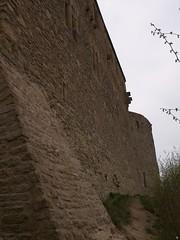 hohe Mauern