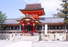 temple(0.0), hindu temple(0.0), palace(0.0), tower(0.0), building(1.0), shinto shrine(1.0), chinese architecture(1.0), place of worship(1.0), wat(1.0), shrine(1.0), pagoda(1.0),