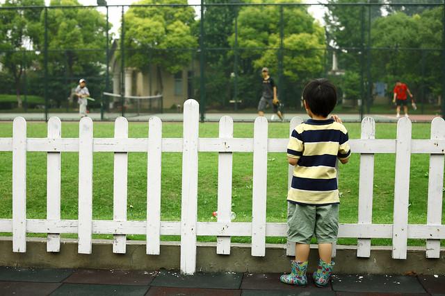 小孩的背影长的好快,而大人的背影却老的好快