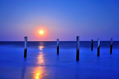 ocean longexposure sea easter sand nikon fullmoon nikkor easthampton 50mm18d somoteitbe d700 11937 eastersmoon antients fullmoonoverwaterphotos