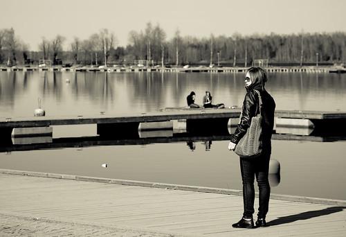 shadow girl canon reflections blackwhite spring harbour candid 5d lappeenranta canonef24105mmf4lisusm