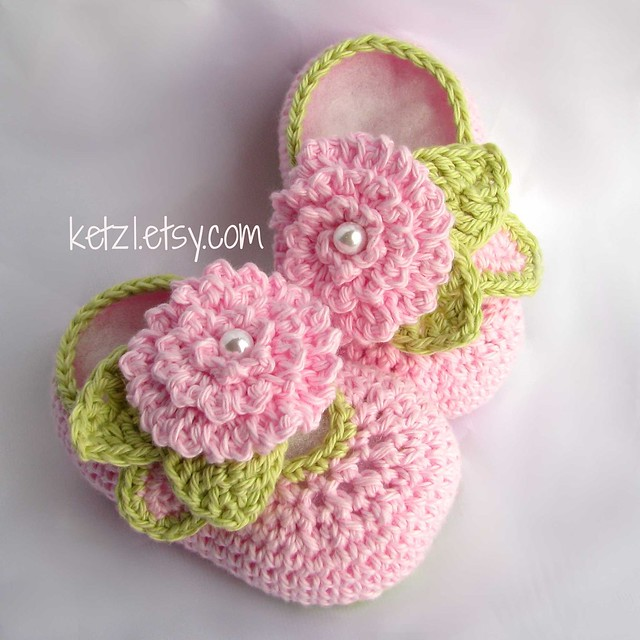 Crochet Baby Booties With Pearls Free Pattern : Crochet flower baby booties pattern with pink flower ...