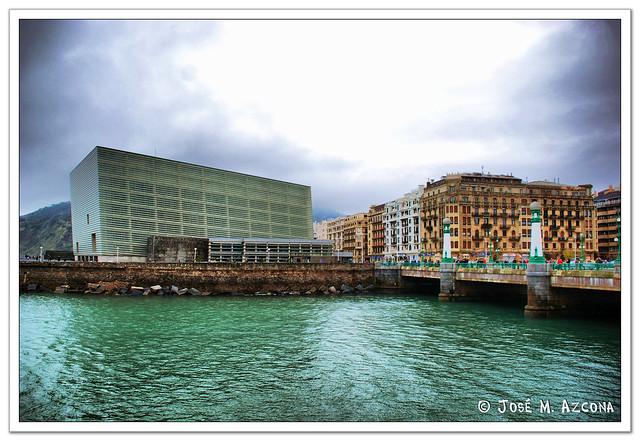 San Sebastian - Donostia. Palacio de congresos y puente del Kursaal.