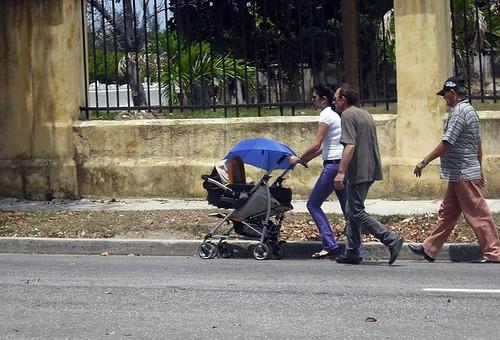 2 Madre con coche. / Serie Responsabilidades Asignadas por la Sociedad by Victor Nuñez