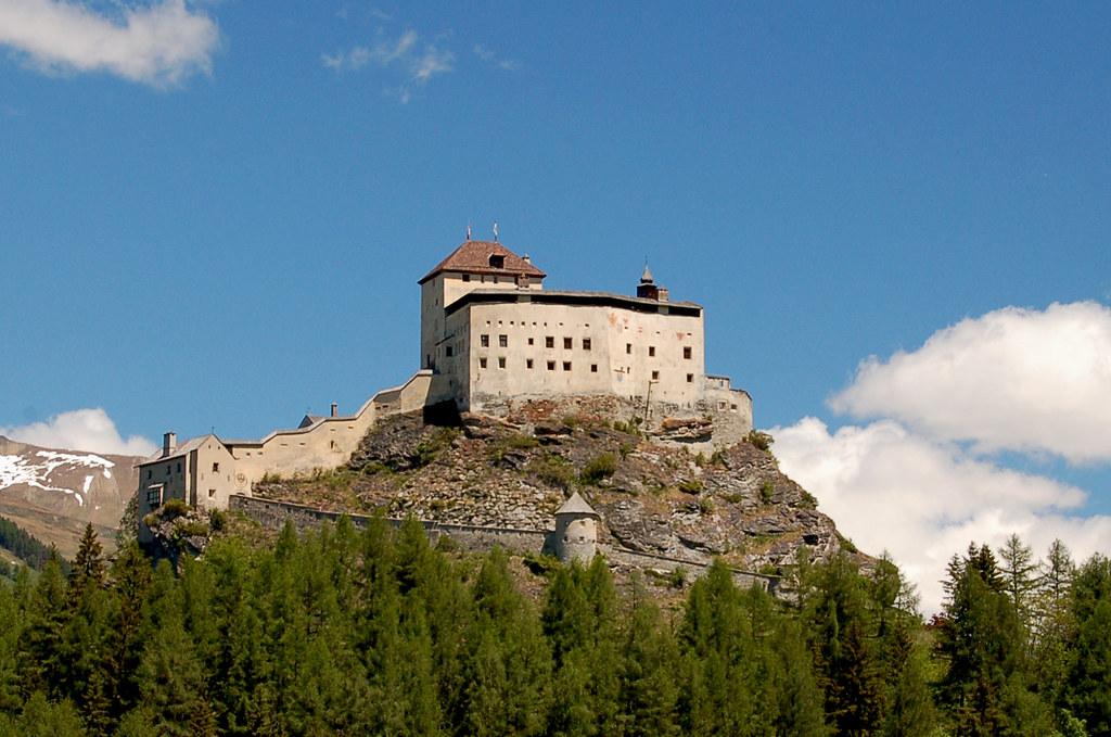 Schloss Tarasp / Tarasp Castle