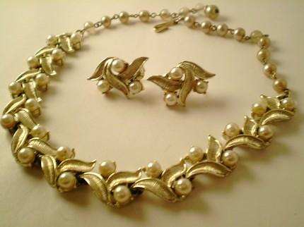 Vintage Jewelry Coro 26