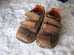 textile(0.0), sandal(0.0), leg(0.0), outdoor shoe(1.0), brown(1.0), footwear(1.0), shoe(1.0), leather(1.0), tan(1.0),