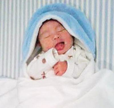 漂亮可爱男宝宝相片