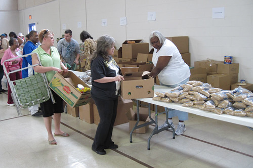 Food Bank of the Heartland and Christ Child North's mobile food pantry