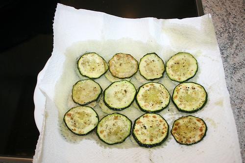 45 - Zucchini abtropfen lassen / Let zucchini drain