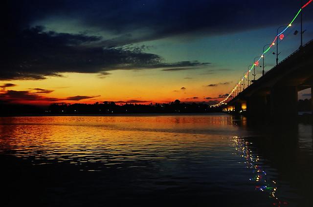 Sultan Mahmud Bridge at dusk (36850023)