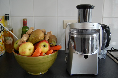 Juicer with fruit