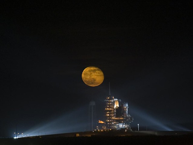 Moon Over Space Shuttle Endeavor (NASA, Moon, 6/23/09)