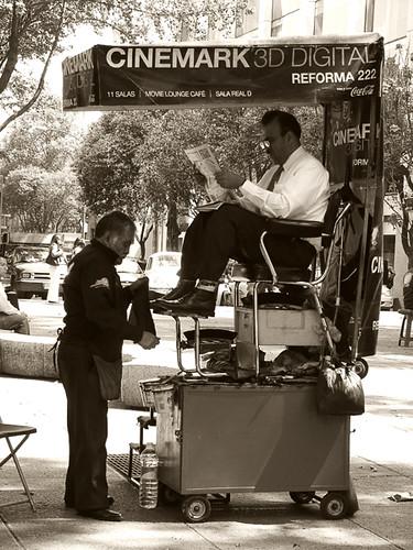 El limpiabotas - The shoeshine