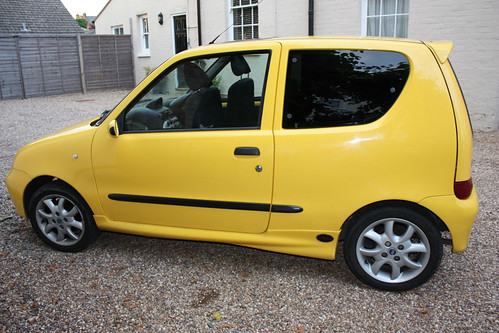 fiat seicento sporting barefoot in the kitchen. Black Bedroom Furniture Sets. Home Design Ideas