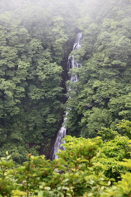 Waterfall / 三階の滝(さんがいのたき)