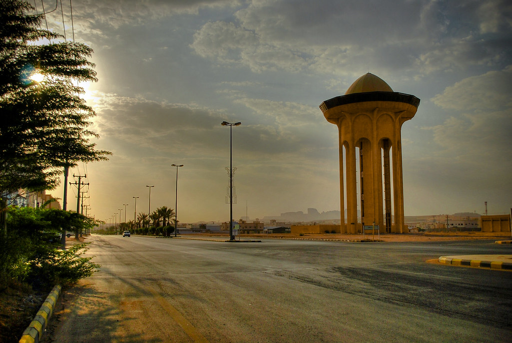 The Main Street in Al-Muzahimiyah [HDR]