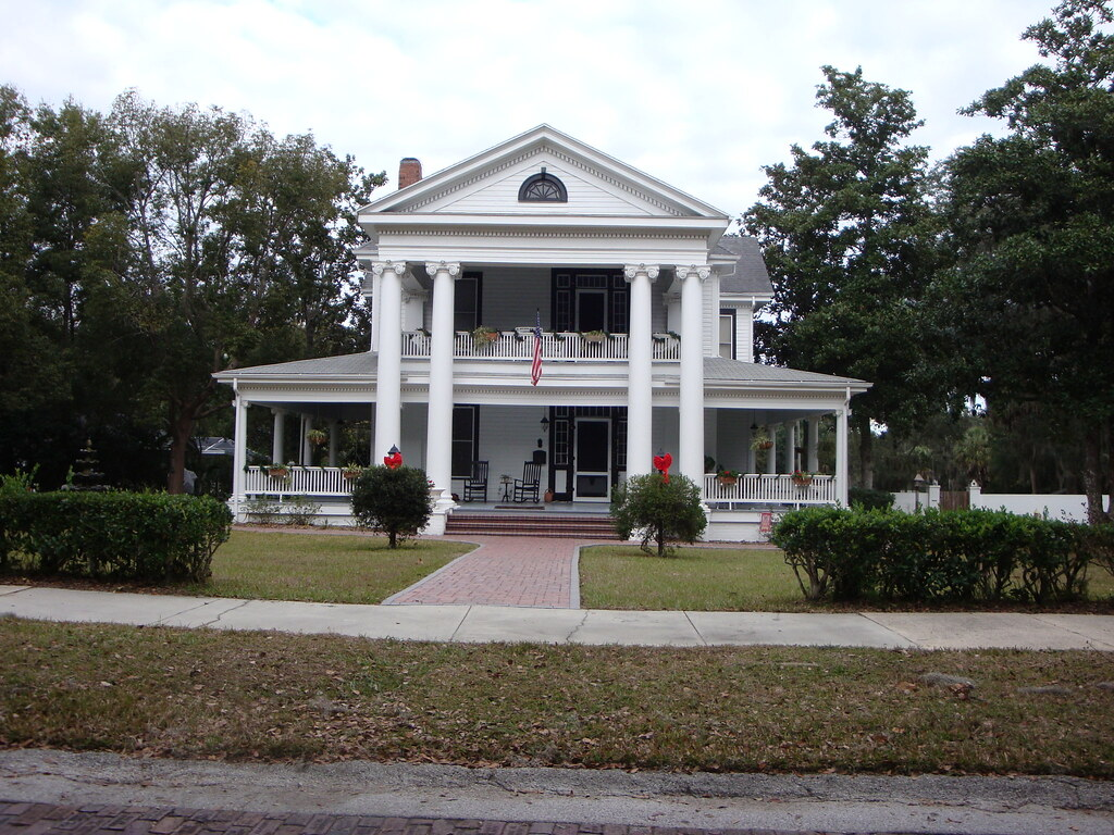 Gracious Old Florida Home in Brooksville, FL