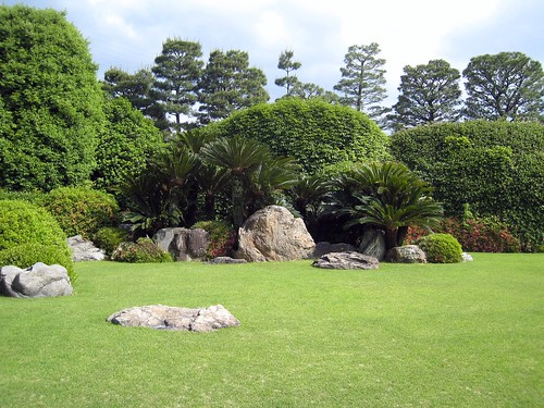 Rocks on a lawn, Jonangu Kyoto
