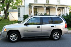 automobile, sport utility vehicle, vehicle, compact sport utility vehicle, gmc envoy, bumper, land vehicle,
