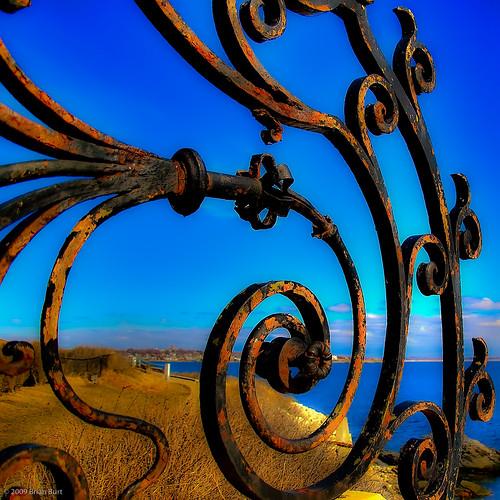 blue sky water contrast d50 rust gate iron path nikond50 rhodeisland newport grillwork ironwork cliffwalk mansions thebreakers flickrgolfclub northofnormal briburt