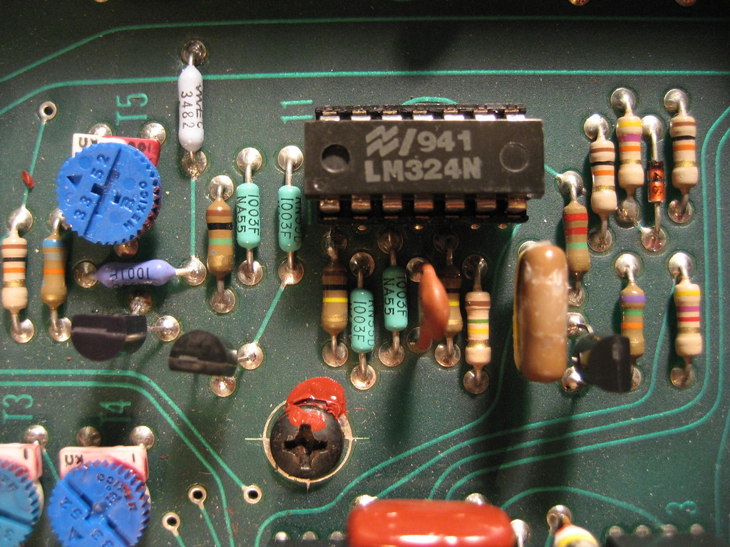 IMG_0876 | close-up of the LFO circuit with the 3 transistor