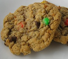 chocolate chip cookie, anzac biscuit, oatmeal-raisin cookies, baked goods, cookies and crackers, food, dessert, cookie, snack food,