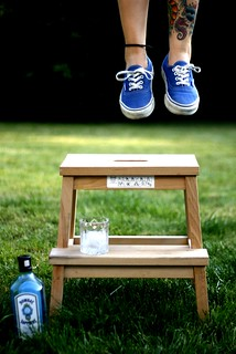 happy blue bench monday!
