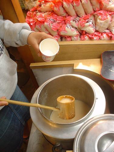 20051018_日本玩第四天_036_人形町_雙葉豆腐店_01_甘酒