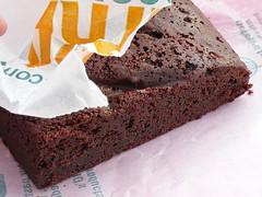 cake, buttercream, chocolate cake, torta caprese, baked goods, flourless chocolate cake, food, chocolate brownie, dessert,