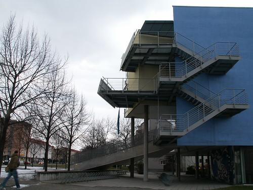 St. Benno-Gymnasium in Dresden, staatlich anerkannte Schule des Bistums Dresden Meißen mit sprachlichem, musischem und naturwissenschaftlichem Profil, wurde nach Benno von Meißen, dem Schutzpatron der Diözese benannt, liegt in der Pirnaischen Vorstadt an der Grenze zu Dresden Johannstadt 013